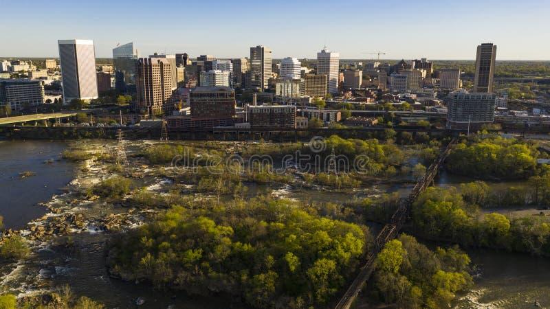 Sobre o rio Richmond Virginia Waterfront City Skyline foto de stock royalty free