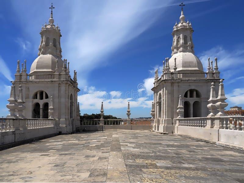 Sobre o telhado do Sao Vicente de Fora em Lisboa dentro fotos de stock royalty free