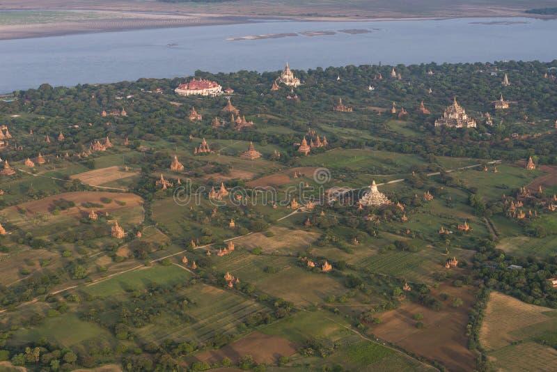 Sobre os templos de Bagan imagem de stock royalty free