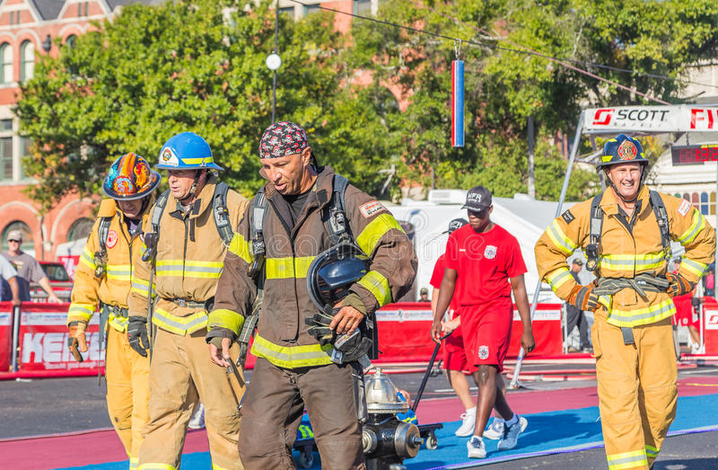 Sobre sapadores-bombeiros das pessoas de cinquenta anos fotografia de stock
