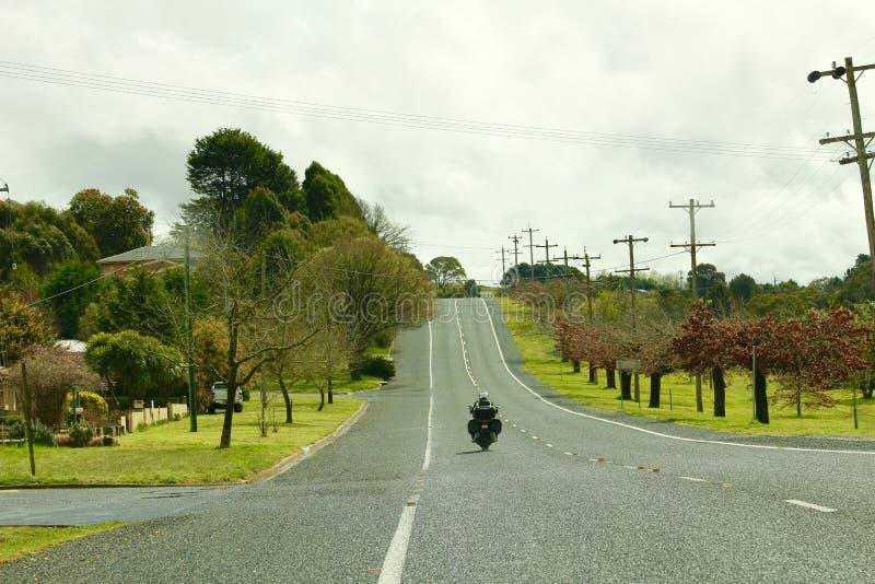 Sobre uns 120 km/h apresse a foto na estrada fotografia de stock