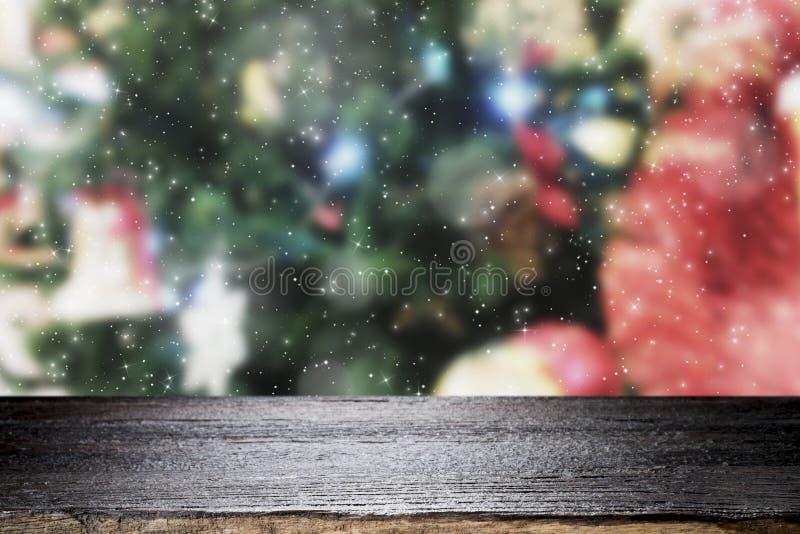 Sobremesa de madera en fondo de la Navidad del bokeh foto de archivo libre de regalías