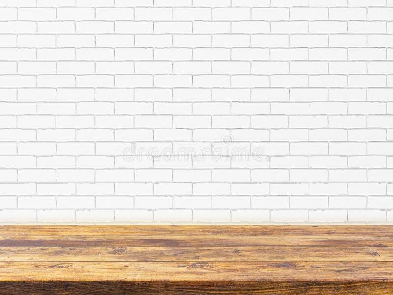 Sobremesa de madera mínima en listo blanco del fondo de la pared de ladrillo usado como maqueta del diseño de productos de la exh foto de archivo