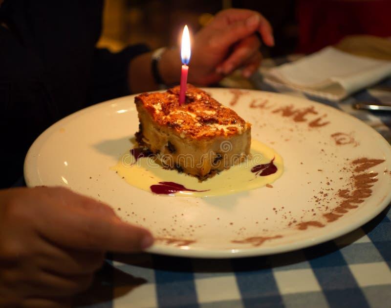 Sobremesa deliciosa da baunilha da celebração do aniversário fotos de stock