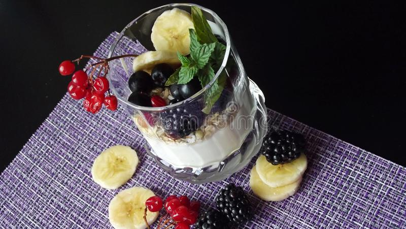 Sobremesa deliciosa em um vidro imagem de stock royalty free