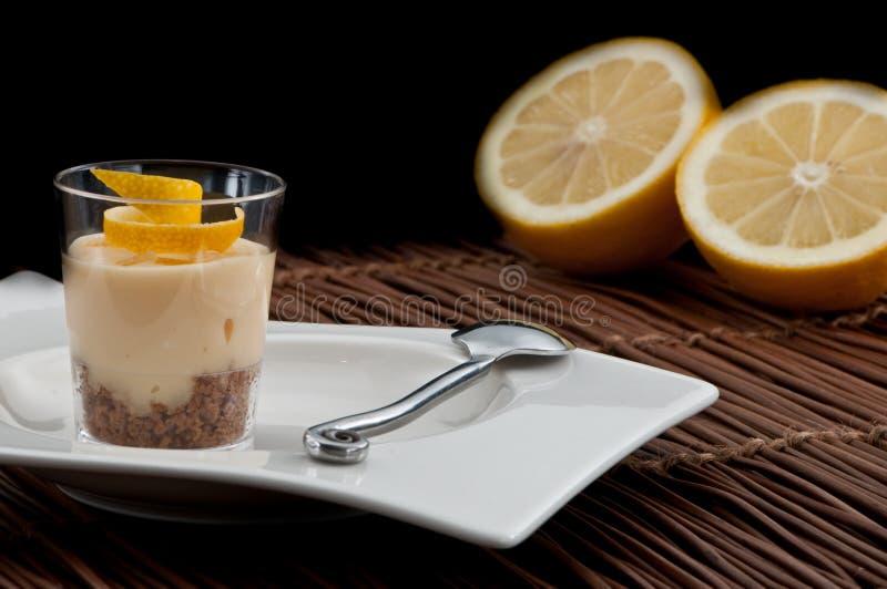 Sobremesa do francês do limão imagens de stock royalty free