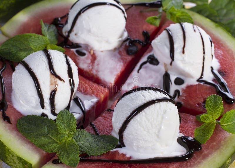 Sobremesa do gelado da melancia e da hortelã foto de stock