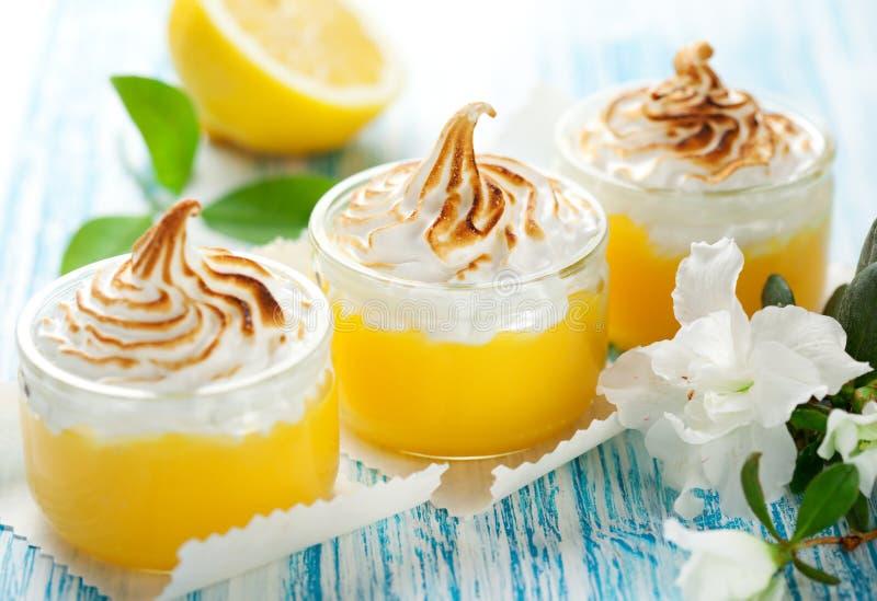 Sobremesa do Meringue do limão foto de stock