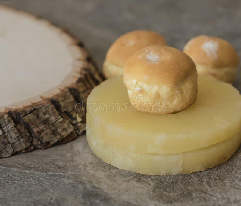 Sobremesa do sopro de creme do abacaxi fotos de stock