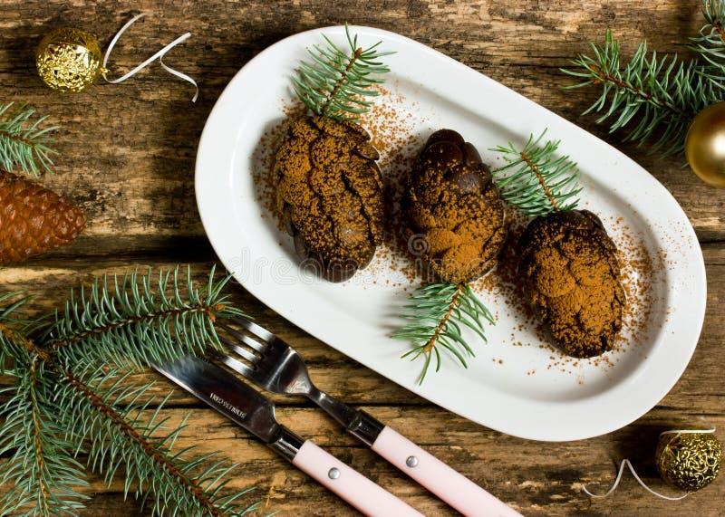 Sobremesa do Xmas em um formulário do pinecone imagem de stock royalty free