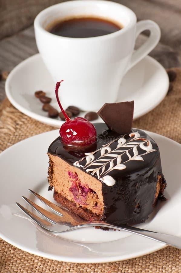 Sobremesa doce e uma chávena de café fotografia de stock royalty free
