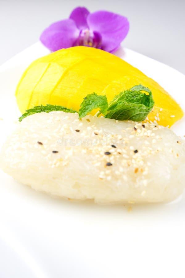 Sobremesa famosa da manga e do arroz pegajoso em Tailândia fotografia de stock