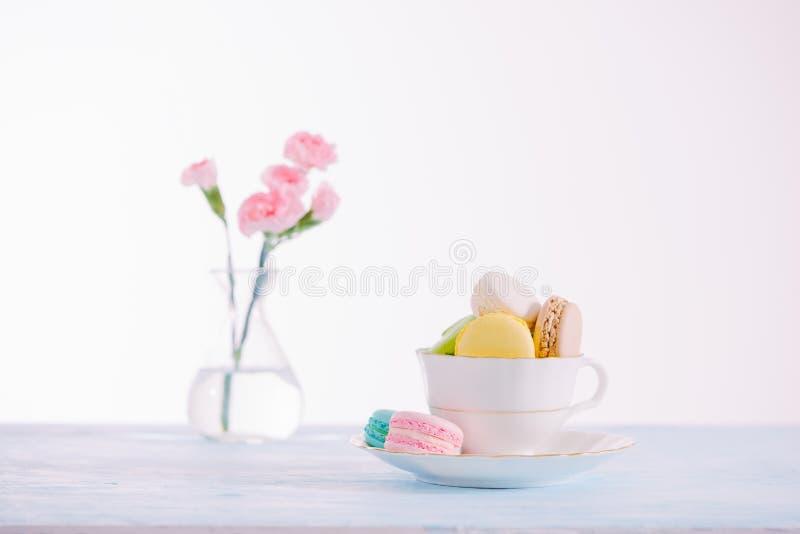 Sobremesa francesa deliciosa Macaron ou macaro pastel colorido do bolo fotos de stock