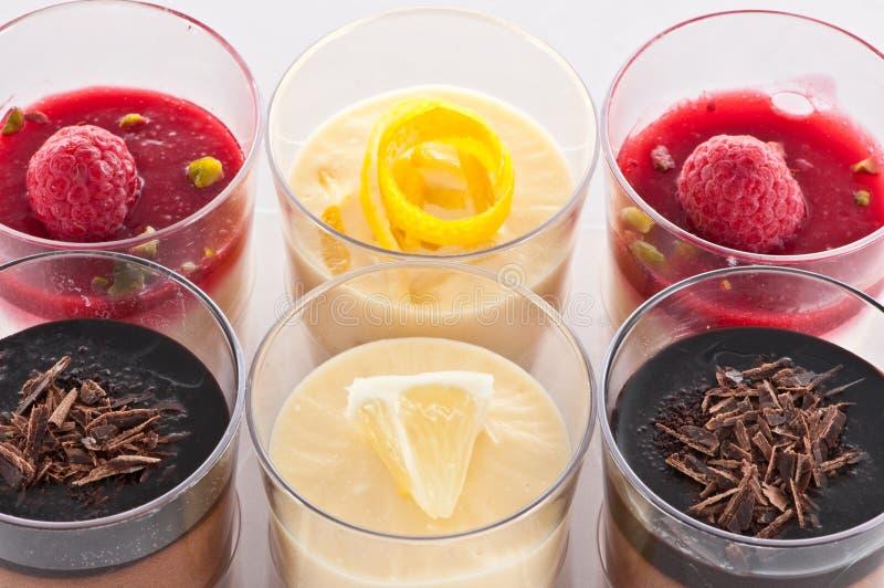Sobremesa francesa em um vidro imagem de stock
