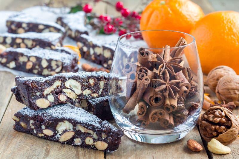 Sobremesa italiana do Natal de Panforte com frutos nuts e cristalizados fotos de stock royalty free