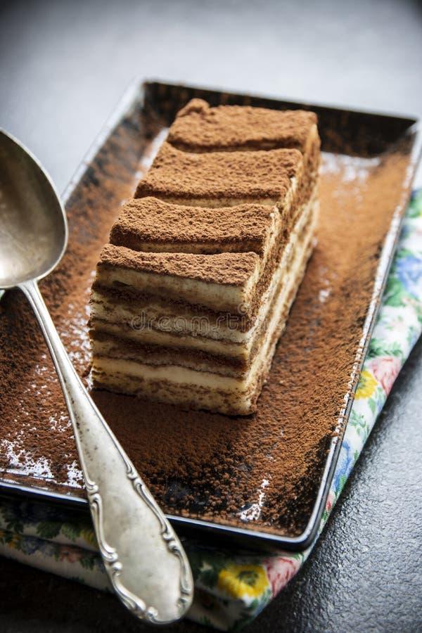 Sobremesa italiana tradicional do bolo do Tiramisu foto de stock