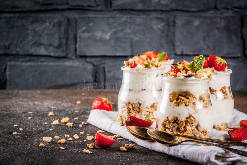 Sobremesa mergulhada da morango imagem de stock royalty free