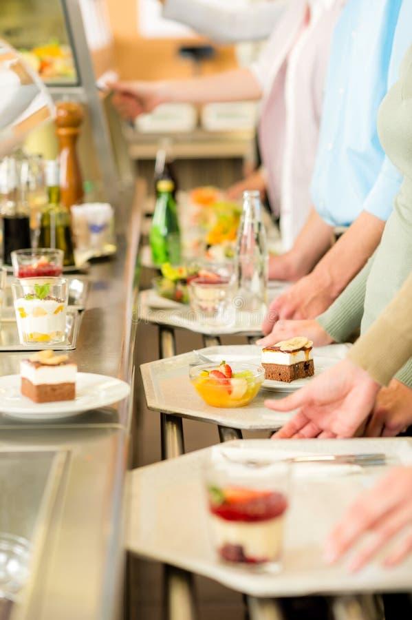 Sobremesa na cantina do auto-serviço do bar imagem de stock royalty free