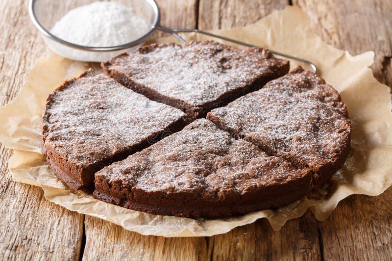 sobremesa sueco fresca Casa-feita: bolo pegajoso do chocolate do kladdkaka imagem de stock