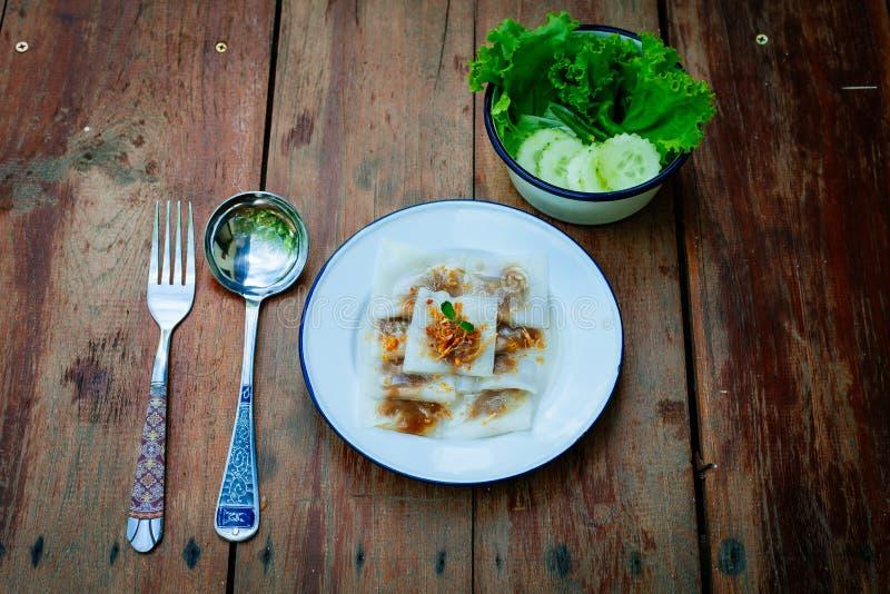 Sobremesa tailandesa: Carne de porco cozinhada das bolinhas de massa e das tapiocas da Arroz-pele imagens de stock