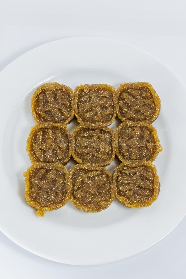 A sobremesa tailandesa tradicional chamou Kao a Turquia na placa branca imagem de stock