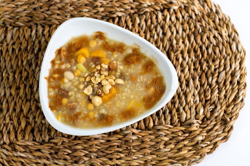 Sobremesa turca tradicional Ashure imagem de stock royalty free