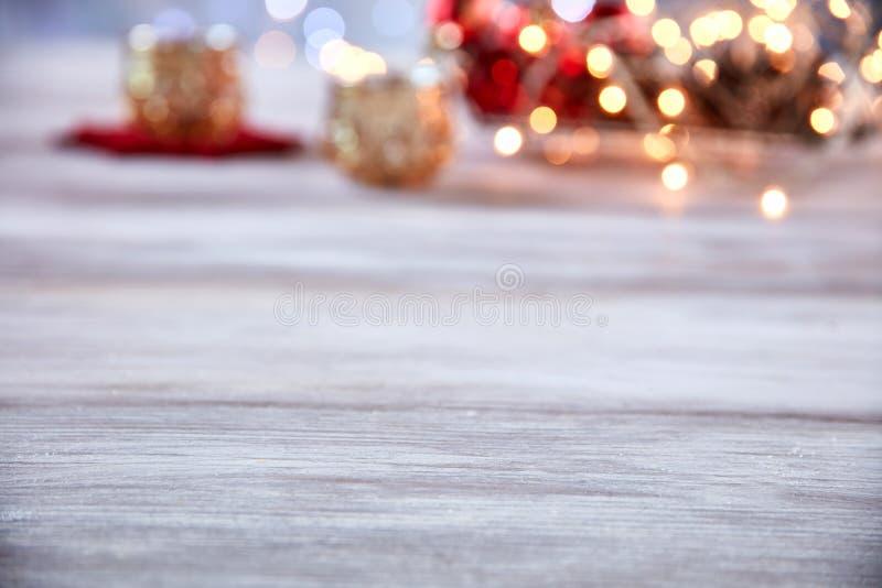 Sobremesa vacía con el ornamento de la Navidad de la falta de definición fotografía de archivo