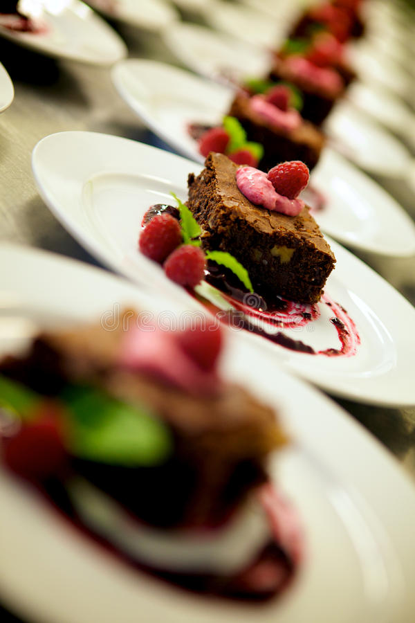 Sobremesas decoradas do chocolate do gourmet fotografia de stock royalty free