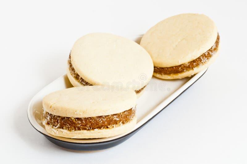 Sobremesas do caramelo sobre um fundo branco. imagem de stock royalty free