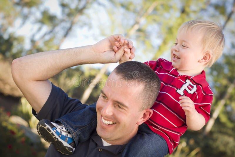 Sobreposto de riso novo do pai e da criança fotos de stock
