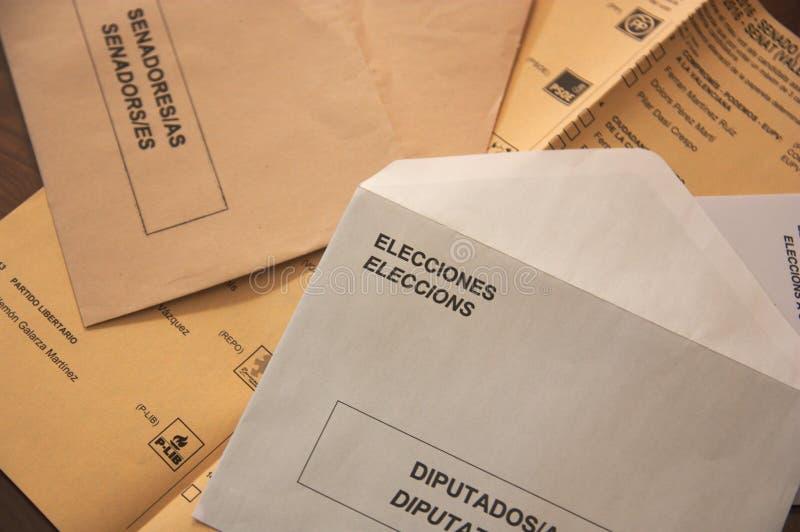 Sobres electorales para el congreso de representantes españoles imagen de archivo libre de regalías