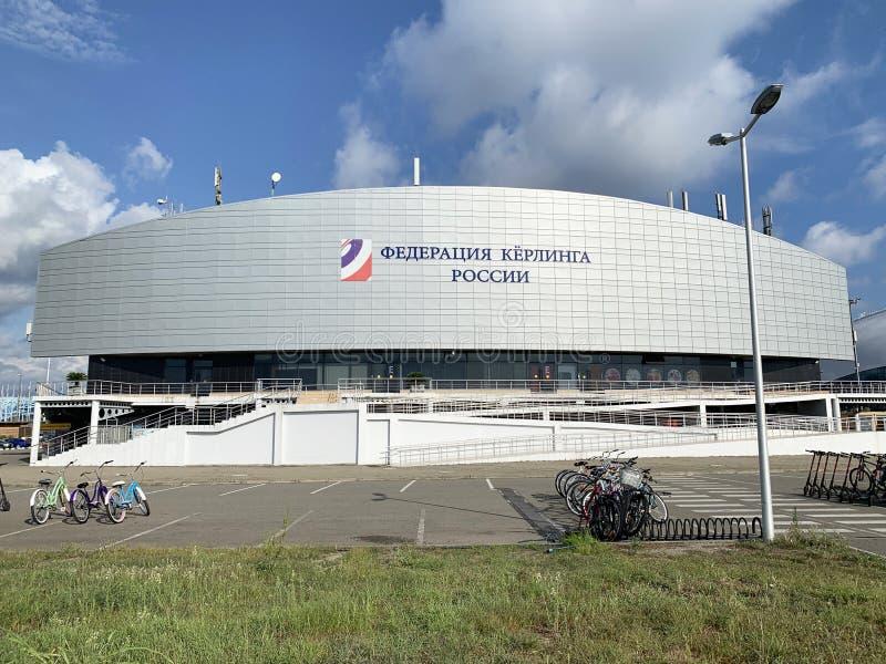 Sochi, Ρωσία, 10 Αυγούστου, 2019 Παλάτι πάγου για το κατσάρωμα στο ολυμπιακό πάρκο του Sochi Adler το καλοκαίρι στοκ φωτογραφίες με δικαίωμα ελεύθερης χρήσης