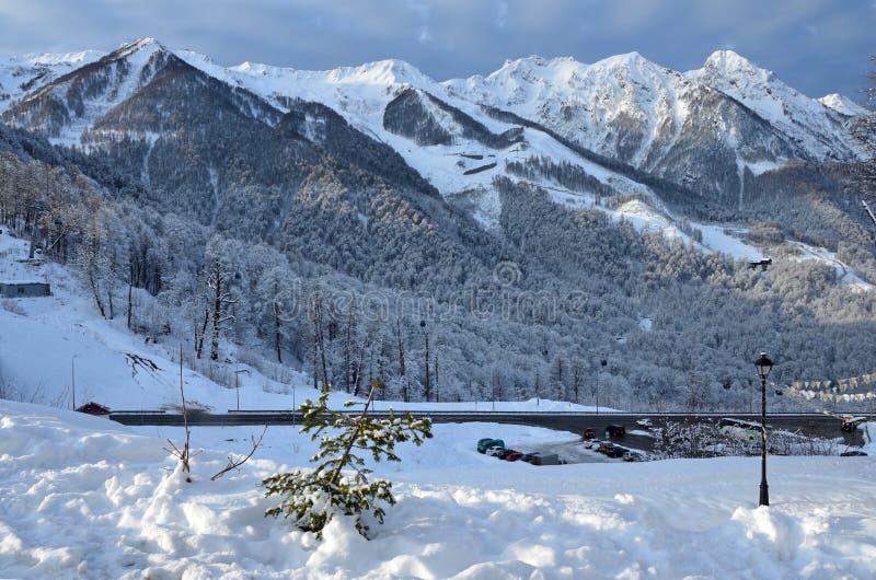 Sochi, χιονοδρομικό κέντρο Rosa Khutor Χειμερινό τοπίο πρωινού κοντά στο ολυμπιακό χωριό στοκ εικόνα με δικαίωμα ελεύθερης χρήσης