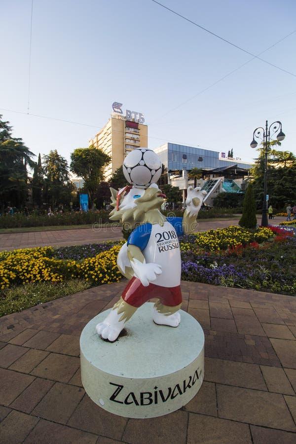 SOCHI, RÚSSIA, OUTUBRO, 15, 2017: Lobo de Zabivaka - mascote do campeonato do mundo 2018 Krai de Krasnodar, Rússia foto de stock royalty free