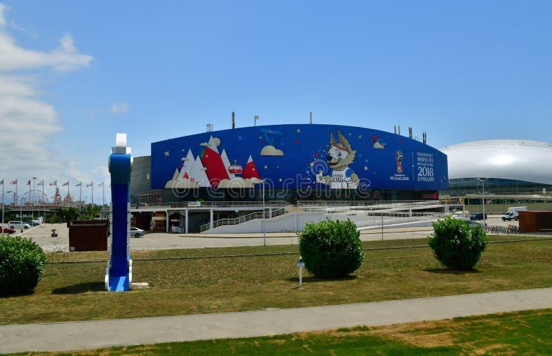 Sochi Rosja, Czerwiec, - 2 2018 Kostka lodu jest sporta kompleksem dekorującym FIFA puchar świata w Olimpijskim parku zdjęcia stock