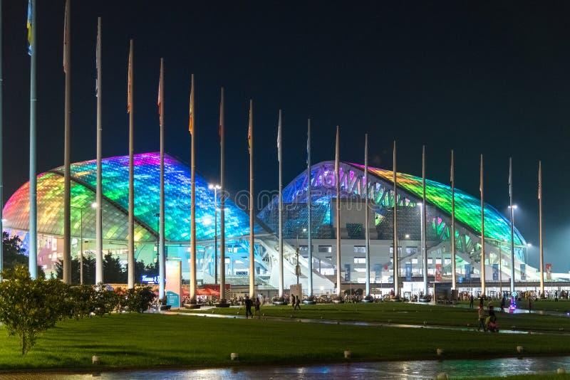 Sochi Rosja, Maj, - 29 2018 Fisht jest stadionem futbolowym w wieczór z światłami obraz stock