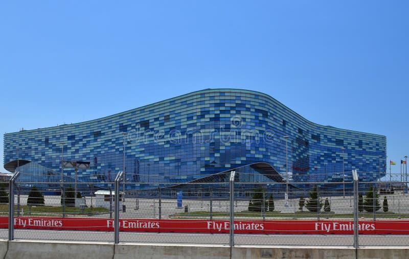 Sochi, Rusia - 2 de junio de 2018 Palacio del iceberg de los deportes de invierno en parque olímpico foto de archivo
