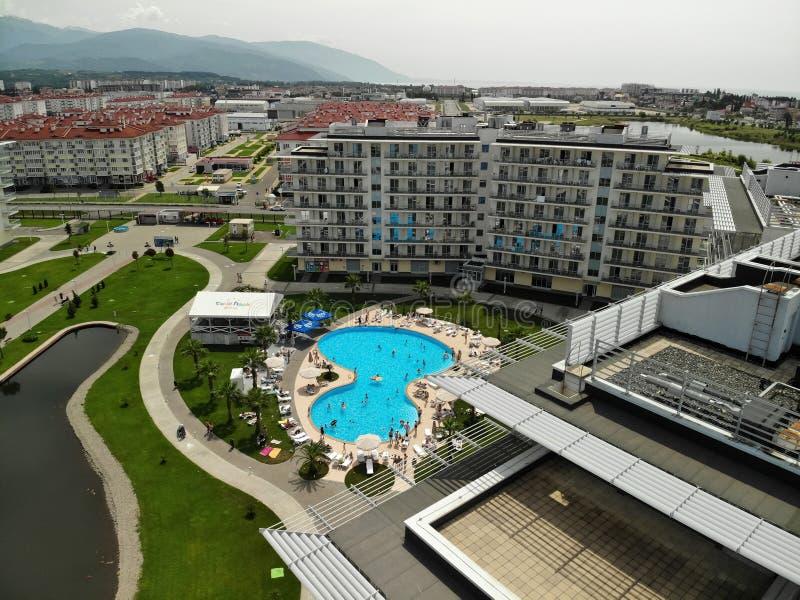 Sochi, Rusia - 31 de mayo territorio 201 del hotel de parque de Sochi en Adler fotografía de archivo