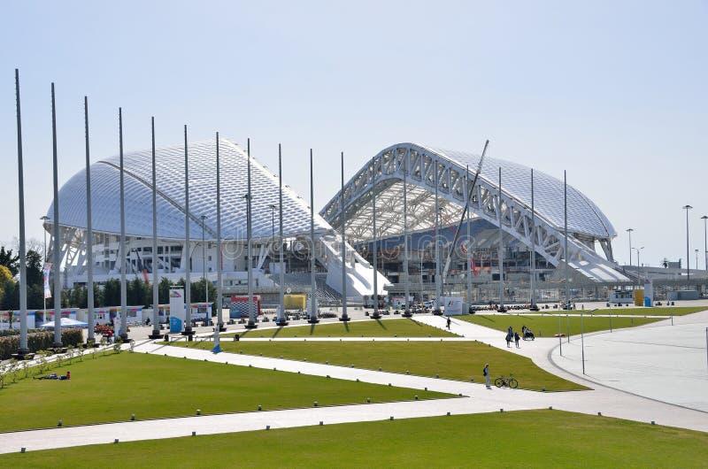 Sochi, Rusia, marzo, 01, 2016, palacio Fisht del hielo en el parque olímpico de Sochi imagen de archivo libre de regalías