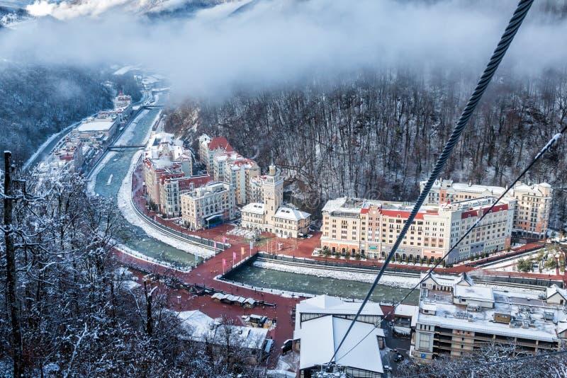Sochi Ryssland - December 24, 2018: Rosa Khutor Alpine Resort Sikt från gondolelevatorer till berget Krasnaya Polyana, Krasnodar royaltyfri bild