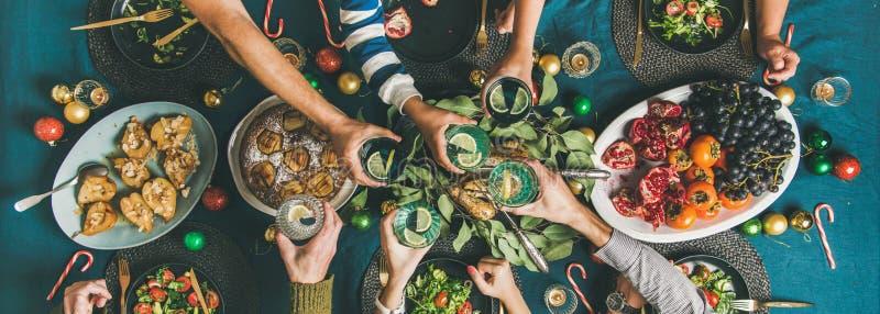 Société des amis se réunissant pour le dîner de Noël, composition large image libre de droits