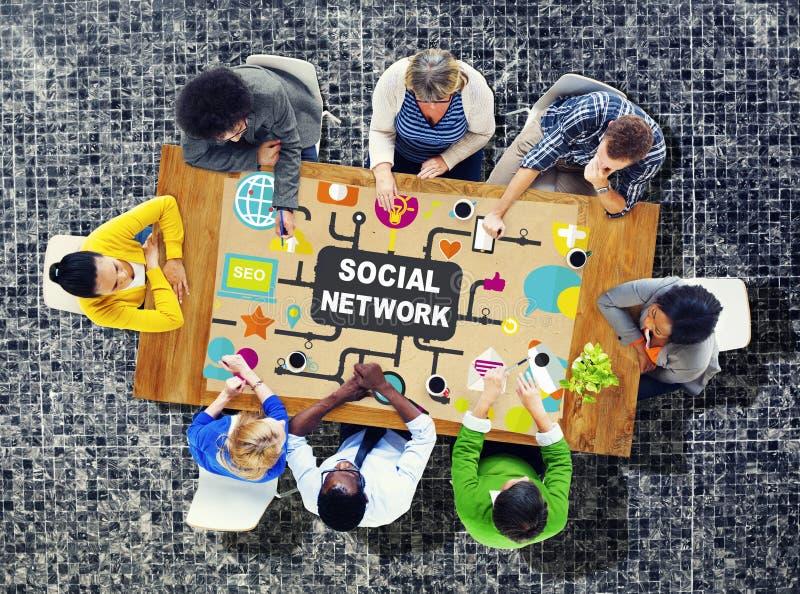 Société en ligne d'Internet social de réseau reliant le media social C photos libres de droits