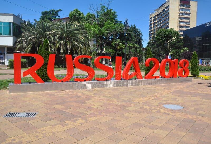 SOCI, RUSSIA - 5 GIUGNO 2017: Scultura della città nel centro di Soci - il rosso segna il ` con lettere della Russia del ` 2018 fotografie stock