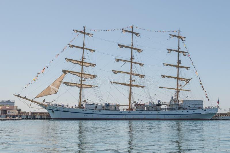 Soci, Russia, il 29 aprile 2017: Nave alta della vela dell'Tre-albero di Chersones o di Khersones fotografia stock libera da diritti