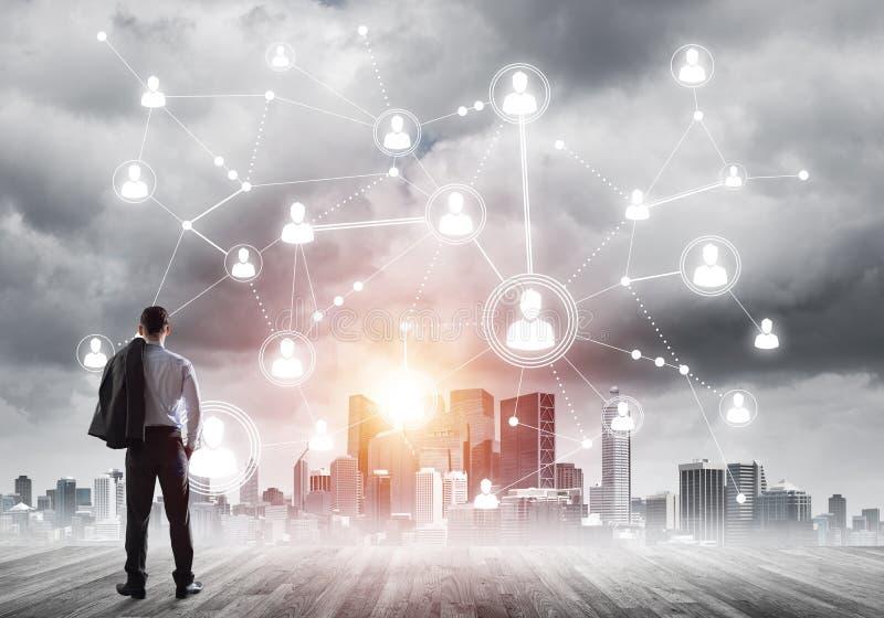 Sociaal die verbindingsconcept op het scherm als symbool voor groepswerk en samenwerking wordt getrokken royalty-vrije stock afbeeldingen