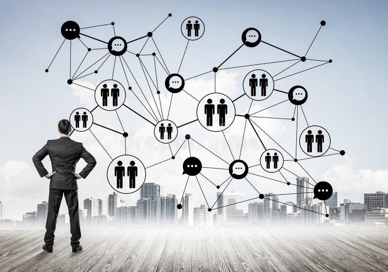 Sociaal die verbindingsconcept op het scherm als symbool voor groepswerk wordt getrokken stock foto