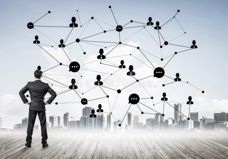 Sociaal die verbindingsconcept op het scherm als symbool voor groepswerk wordt getrokken royalty-vrije stock afbeelding
