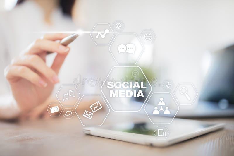 Sociaal media concept op het virtuele scherm SMM marketing Mededeling en Internet-technologie royalty-vrije stock foto's
