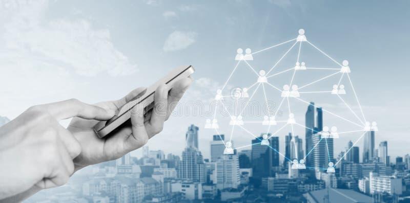 Sociaal netwerk, het mobiele netwerk van telefooninternet en communicatietechnologie stock foto