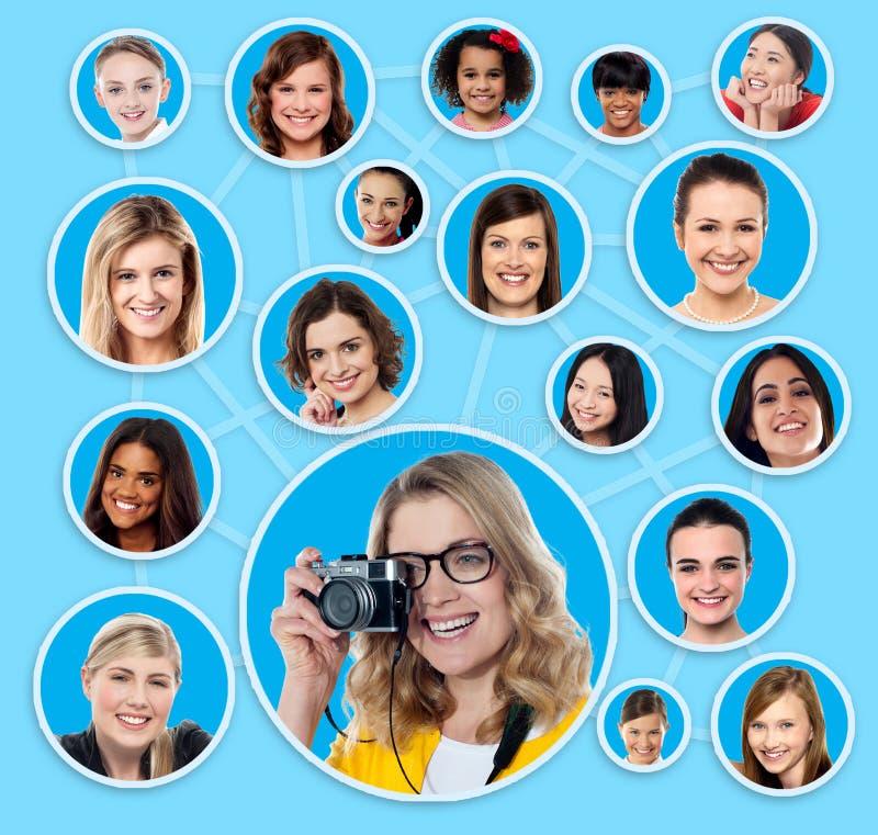 Sociaal netwerk van een vrouwelijke fotograaf royalty-vrije stock afbeeldingen